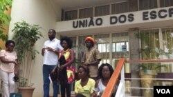 Jovens angolanos reunidos na União de Escritores em Luanda.
