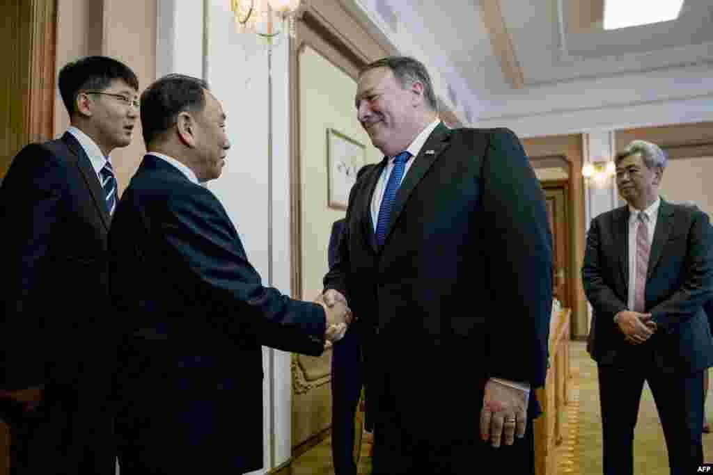 سفر مایک پمپئو، وزیر خارجه آمریکا به پیونگ یانگ. وزیر خارجه آمریکا امیدوار است کره شمالی را به یک جدول زمانی برای پایان دادن به برنامه هسته ای اش متعهد کند.