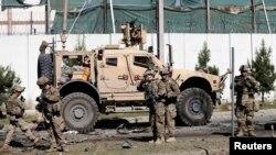 美軍在爆炸現場調查