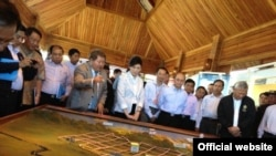 President Thein Sein and Thai PM Yingluck Shinawatra visit controversial Tavoy Project