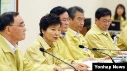 을지프리덤가디언(UFG) 연습 이틀째인 19일 청와대 국가위기관리상황실에서 제1회 을지 국무회의 및 제36회 국무회의가 열린 가운데, 박근혜 한국 대통령이 발언하고 있다.