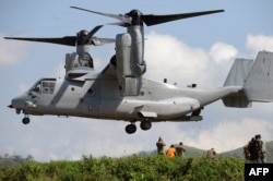 FILE - A US Air Force V-22 Osprey prepares to land near the command post prior to live fire drills on the last day of the annual US-Philippine joint military exercise at the former US traget range in Crow Valley, Capas town, north of Manila on May 15, 2014.