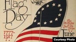 Tấm áp phích năm 1917, 1 năm sau khi Tổng thống Woodrow Wilson tuyên bố ngày 14/6 là Ngày Của Lá Cờ Mỹ (Bấm vào hình để xem toàn bộ áp phích)