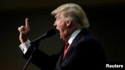 도널드 트럼프 공화당 대통령 후보가 12일 노스캐롤라이나주 애슈빌 유세에서 연설하고 있다.