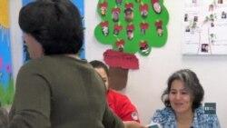 Вчителів-волонтери вже 18 років вчать англійської новоприбулих іммігрантів. Відео