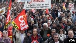 Los sindicatos dicen haber movilizado a unos tres millones de personas.