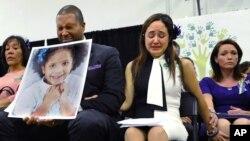 Cha mẹ của những em học sinh thiệt mạng trong vụ xả súng ở trường tiểu học Sandy Hook.