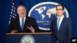 Госсекретарь Майк Помпео и министр торговли Стивен Мнучин на пресс-конференции о новых санкциях против Ирана. 5 ноября 2018 г.
