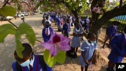 FILE: Abantwana abedlula inkulungwane abasanda kuhlolwa ngabezimpilakahle batholakale belegciwane leCOVID-19.