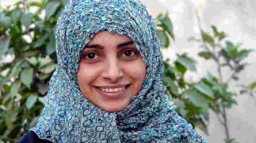 La activista Ashwaq Al Rabbeai es una de las mujeres jóvenes yemeníes que desafiaron las convenciones para tomar parte en la sublevación.