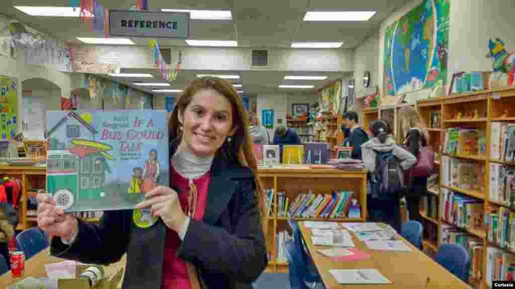 Uma das experiências que mais marcaram Aline Goulart Corrêa foi a oportunidade de visitar as escolas americanas. Corrêa fez uma visita à Matthew Elementary School em Austin, Texas, e ficou impressionada com os materiais e recursos da escola pública.