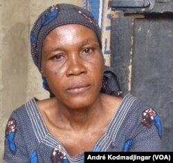Elizabeth Kouago mère de Esaie Kemty élève policier tué dans l'attentat kamikaze du 15 juin 2015 au sein de l'école de police de N'Djamena. (VOA/André Kodmadjingar)
