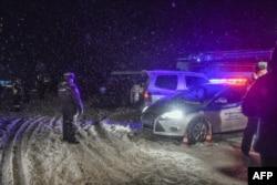 Policija blokira put u blizini mjesta pada aviona, nedaleko od Moksve, 11. februara 2018.