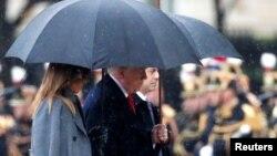 2018年11月11日特朗普和美国第一夫人梅拉尼娅在法国参加第一次世界大战结束100年纪念仪式。