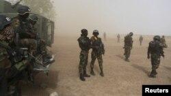 Des soldats camerounais en intervention à Kolofata, Cameroun, le 16 mars 2016.