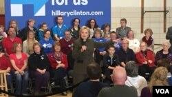 민주당 대선 주자인 힐러리 클린턴 전 장관이 30일 아이오와 주에서 선거 유세를 하고 있다.