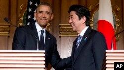 Prezident Obama va Yaponiya bosh vaziri Shinzo Abe matbuot anjumani so'nggida, Tokio, 24-aprel, 2014-yil