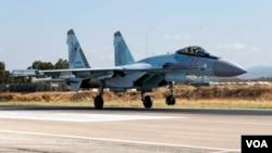 ເຮືອບີນລົບ Su-35 ຂອງຣັດເຊຍ ພວມບິນຂຶ້ນ ຈາກຖານທັບອາກາດເມມິມ ໃນປະເທດຊີເຣຍ.