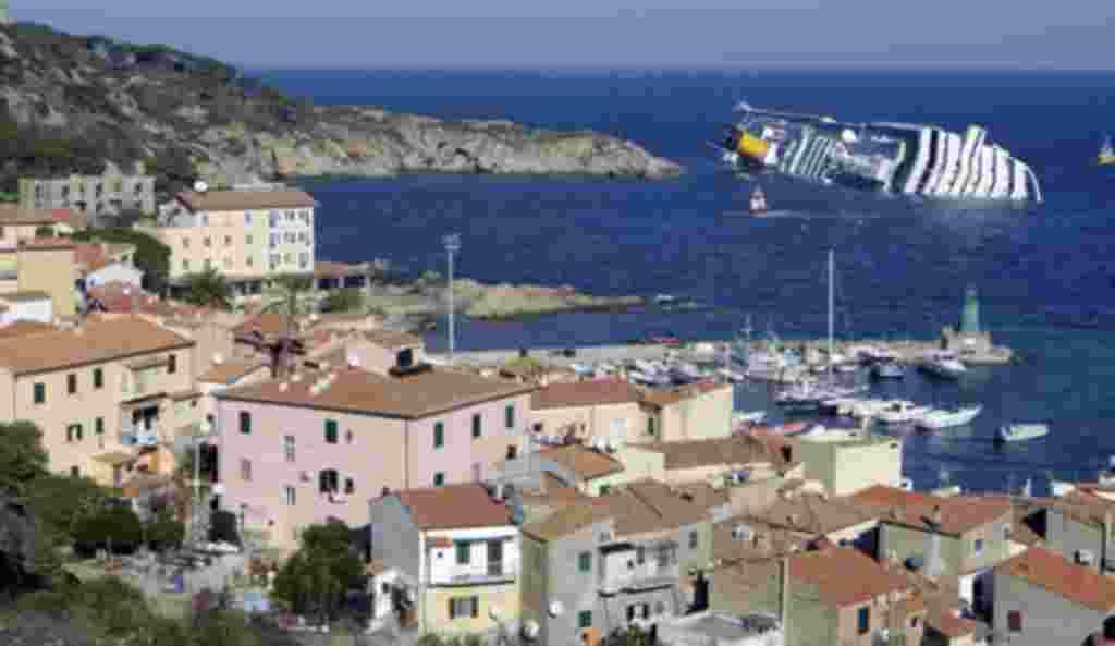 El 14 de enero de 2012, un crucero, que transportaba 4.000 personas, se encalló frente a la costa oeste italiana.