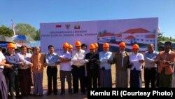 Peletakan batu pertama pembangunan rumah sakit Indonesia di Rakhine oleh pejabat-pejabat Indonesia dan Myanmar (19/11).