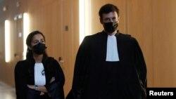 9일 판사 2명이 프랑스 테러 용의자들 재판에 참석하기 위해 이동하고 있다. (자료사진)