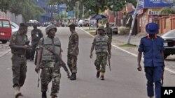 Tentara Nigeria melakukan patroli di ibukota Abuja (Juni 2014).