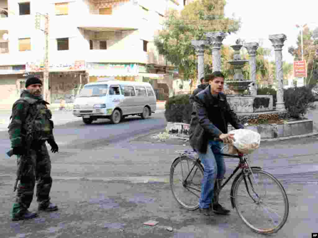 Syrian soldiers are seen outside Damascus in Ain Tarma, January 26,2012. (Reuters)