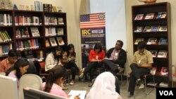 Suasana pelatihan wartawan di Surabaya yang diadakan oleh BBG dan VOA. (VOA/Petrus Riski)