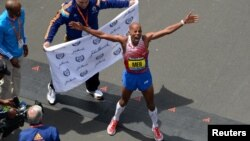 Meb Keflezighi of the United States celebrates after winning the 2014 Boston Marathon, April 21, 2014. (Credit: Greg M. Cooper-USA TODAY Sports)