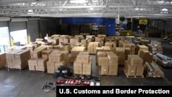 美國海關和邊境保護局7月14日在費城查獲來自中國的偽造汽車零部件。