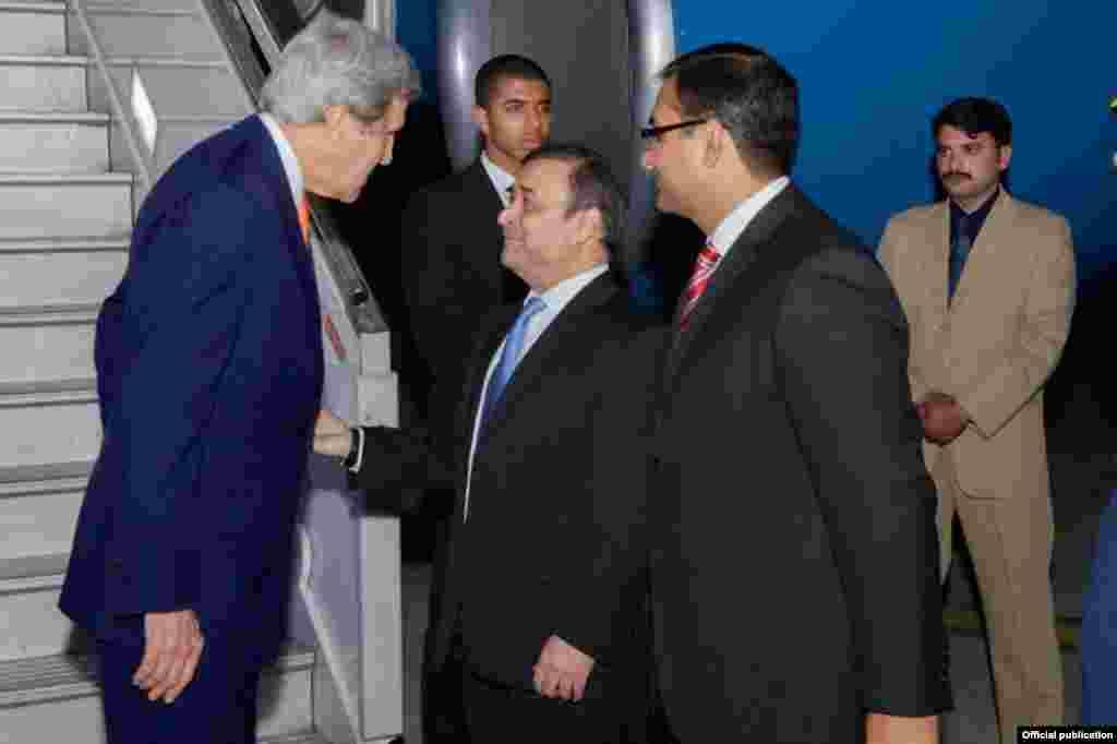 امریکی وزیرخارجہ جان کیریپیر کو پاکستان کے دورے پر اسلام آباد پہنچے تھے۔