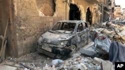 រូបឯកសារ៖ រថយន្ត និងលំនៅដ្ឋានដែលរងការខូចខាតដែលគេសង្ស័យថា ដោយសារ ការវាយប្រហារដោយអាវុធគីមីនៅក្នុងក្រុង Douma នៃប្រទេសស៊ីរី។