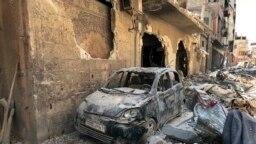 Puing-puing di Douma, lokasi dugaan serangan senjata, dekat Damaskus, Suriah, 16 April 2018. (Foto: AP)