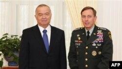 Prezident Islom Karimov AQSh generali Deyvid Petreus bilan, Toshkent, 2009