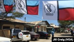 Political signs and flags around Dar es Salaam promoting Tanzanian opposition party Chadema in preparation for elections Sunday. Oct. 23, 2015. (Photo: Jill Craig/ VOA)