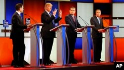 Debat kandidat Capres AS dari partai Republik di Fox Theatre, Detroit, 3 Maret 2016 (Foto: dok). Dari kiri: Senator Marco Rubio (Florida), Donald Trump (pengusaha), Senator Ted Cruz (Texas), Gubernur John Kasich (Ohio).