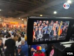 El presidente encargado de Venezuela, Juan Guaidó Miami, exhortó a los exiliados venezolanos a continuar unidos hasta recuperar la democracia en el país.