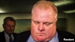 2013年11月7日,加拿大的多伦多市长罗伯特•福特在市政府的看到当地媒体播放有关他醉酒骂人视频之后的表情。
