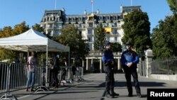 Policija u Lozani obezbedđuje hotel u Lozani u kojem se održavaju razgovori o situaciji u Siriji