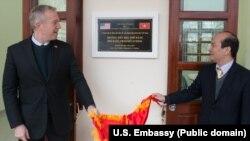 Đại sứ Ted Osius khánh thành trường học do Hoa Kỳ xây dựng tại Hà Giang, 3/3/2017.