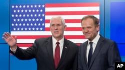 Potpredsednik SAD Majk Pens sa predsednikom Evropskog saveta Donaldom Tuskom