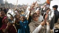 粮价过高以及腐败问题在新德里引发大规模抗议