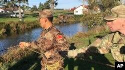 美中兩軍人員在美國俄勒岡州開展災難管理交流活動(2017年11月18日)