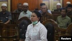 Meliana (44 tahun), perempuan keturunan Tionghoa yang beragama Budha, saat menghadiri sidang penistaan agama di pengadilan negeri Medan, Sumatra, Selasa (21/8).