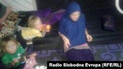 Djeca Alemine sestre Adele u kampu na sjeveru Sirije. Najstarija djevojčica imala je devet godina kad je odvedena u Siriju.
