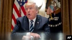 صدر ٹرمپ وائٹ ہاؤس میں میڈیا کے نمائندوں سے گفتگو کر رہے ہیں۔ 17 جولائی 2018