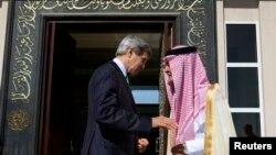 ارشیف: د امریکا او عربستان د بهرنیو چارو وزیران د خبرو په مهال