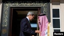جان کری و سعود الفیصل در جده، تابستان ۲۰۱۳