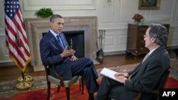 Predsednik Barak Obama i novinar Glasa Amerike, Andre de Nešnera tokom intervjua u Beloj kući, 22. jun 2011.