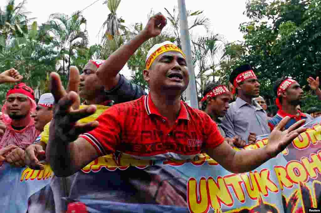 ملائشیا میں پناہ گزین میانمار کے روہنگیا مسلمان اپنے آبائی وطن میں جاری پر تشدد واقعات کے خلاف سراپا احتجاج ہیں